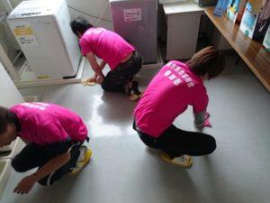 こちらの施設の掃除、ワックスがけなどやってきました(^^)v 床がピッカピカ☆