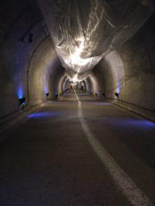 トンネル内の画像